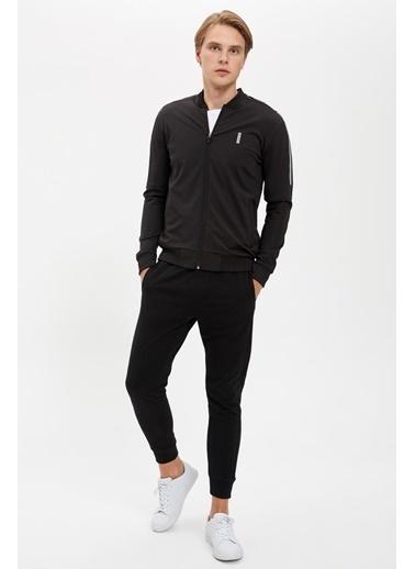 Defacto –Fit Fermuarlı Kolej Yaka Slim Fit Sweatshirt Siyah
